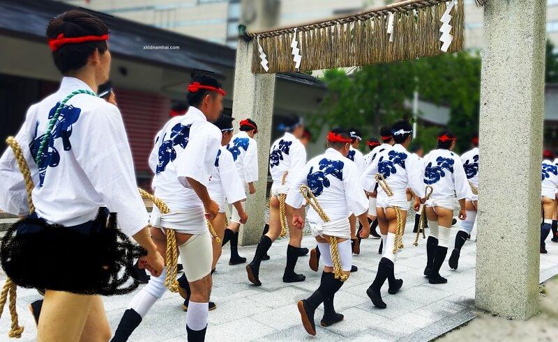 lễ hội đóng khố Hakata Gion Yamakasa.