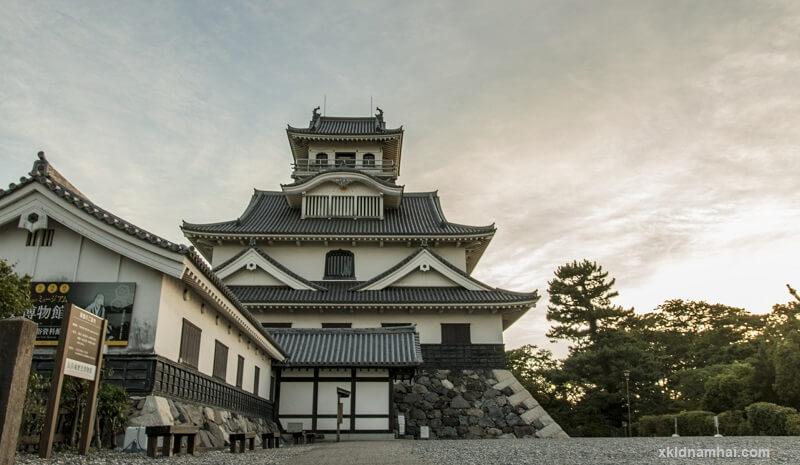 Thành cổ Hikonejō