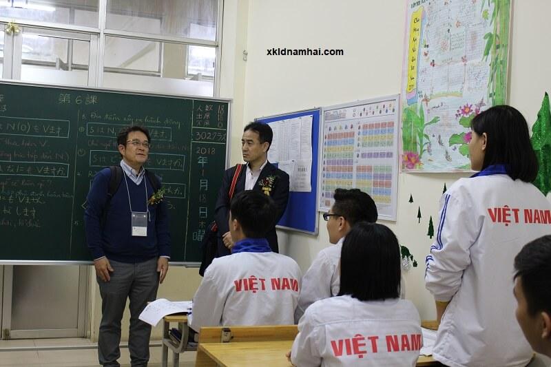 Nghiệp đoàn Nhật Bản đang giải đáp thắc mắc của thực tập sinh